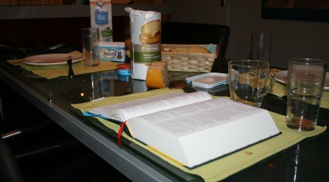 Bijbel gewoon op tafel