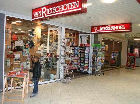 De ingang naar Boekhandel van Rietschoten op Keizerswaard